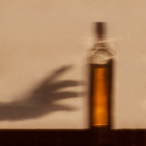 No focus in life increases risk of alcoholism.