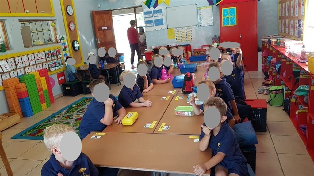 The picture of Laerskool Schweizer-Reneke schoolchildren seemingly being segregated caused a massive uproar previously. (Twitter)