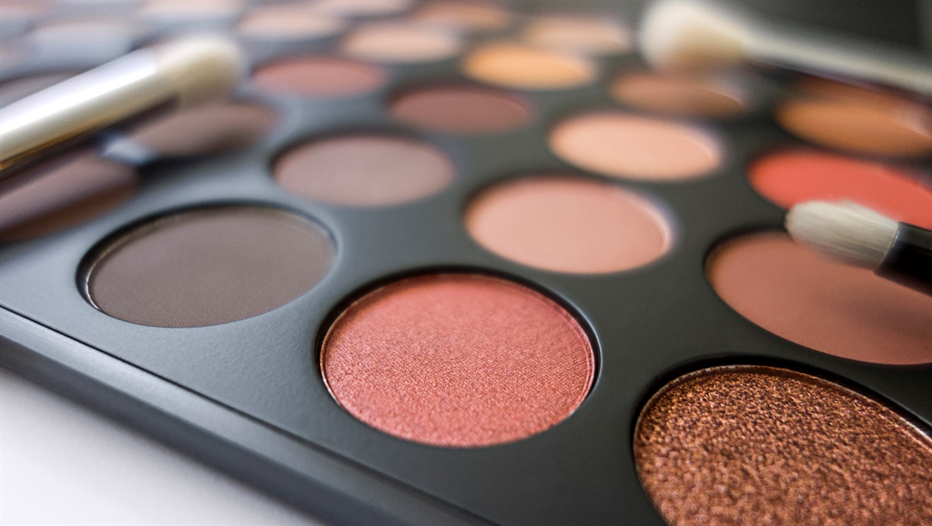 Close up eye shadow palette makeup for men