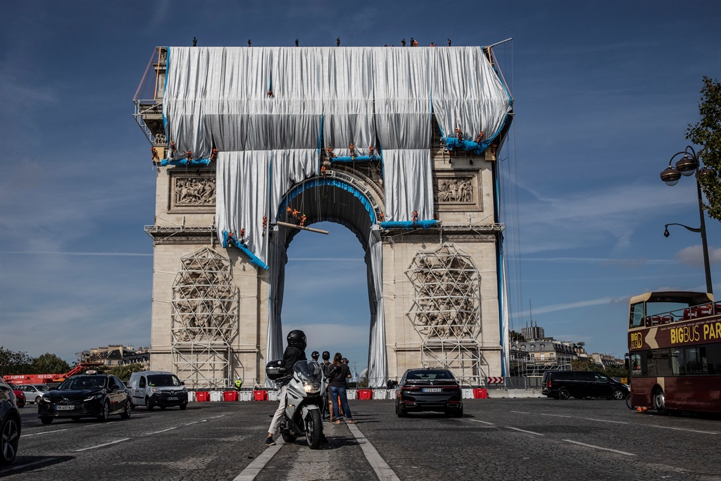 Workers begin the process of wrapping up the Arc De Triomphe monument in silver-blue fabric.  (Photo by Siegfried Modola/Getty Images)