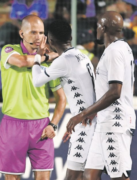 Referee Victor Gomes gets accosted by Bidvest Wits players Thabang Monare and Sifiso Hlanti   Picture: Lee Warren / Gallo Images