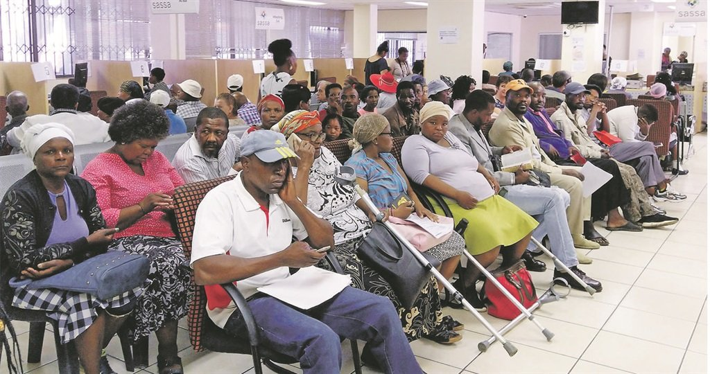 The government should do more for grant recipients, including pensioners, during the coronavirus pandemic, says Mmusi Maimane. (Sthembiso Lebuso, City Press, File)