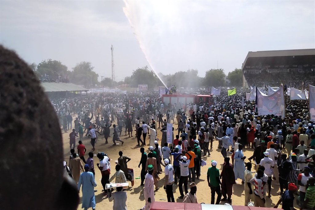 Fire Service sprays water on crowd at Buhari campa