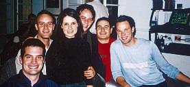 Richard (naaslinks), Samantha en Brett saam met vr