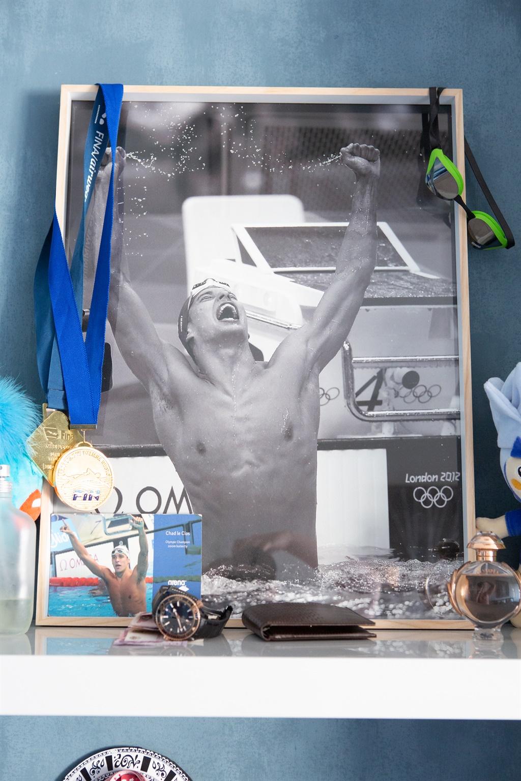 'n Foto van Chad toe hy Michael Phelps by 2012 se
