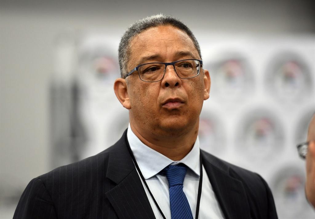News24.com | Staatskaping: McBride, voormalige minister van polisie, het kop geslaan oor die teenstrydige verslae oor Zimbabwe