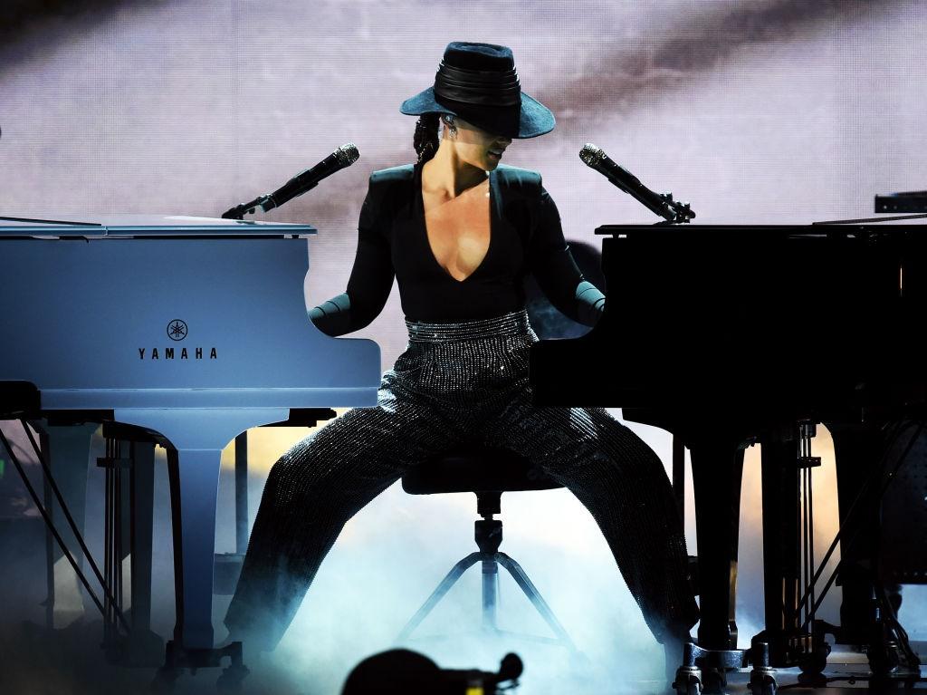LOS ANGELES, CA - FEBRUARY 10: Alicia Keys perfor