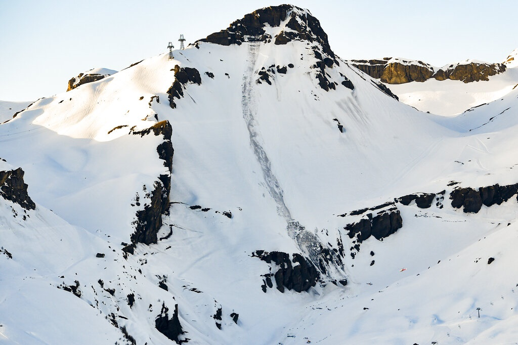 Rescue crews work work at the site of an avalanche site in the ski resort of Crans-Montana, Switzerland. (Anthony Anex, Keystone via AP)