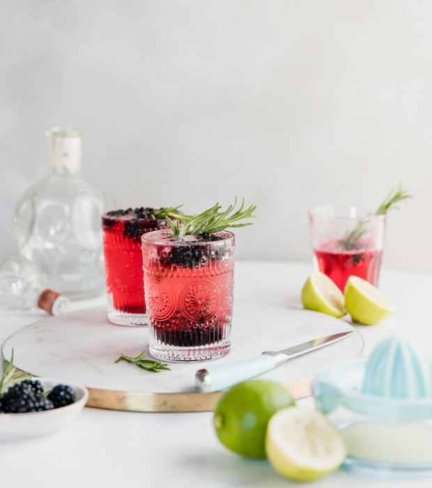 blackberry lime gin and tonic