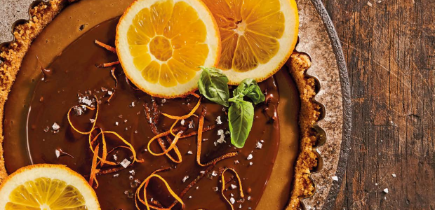 Coffee and cremora tart topped with orange slices