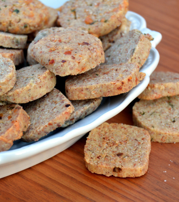 Low carb savoury crackers