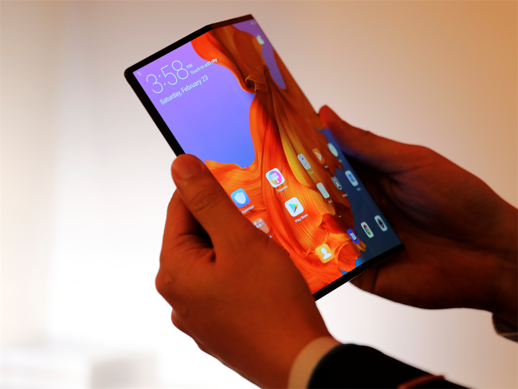 85b8e5b8e31 Huawei built a folding phone similar to Samsung s Galaxy Fold — but ...