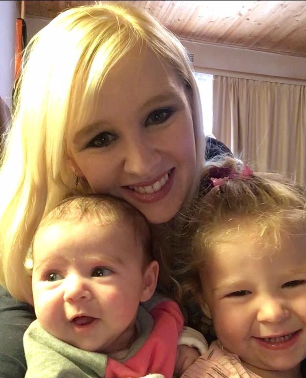 Karin Roets by haar kinders, Karlien en babasussie