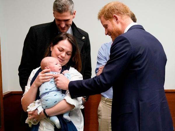 Prins Harry het ietwat op sy senuwes gelyk toe hy
