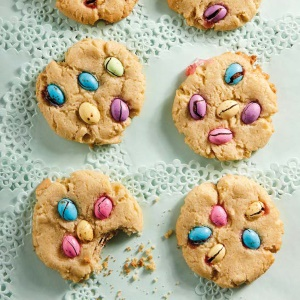 Easter egg chip cookies