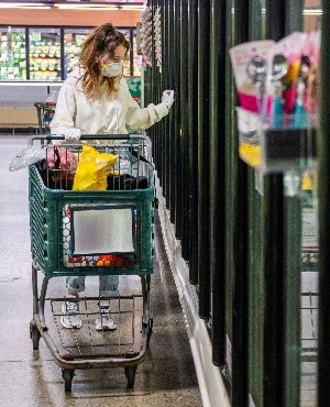 Woman shopping. (Photo: Getty/Gallo Images)
