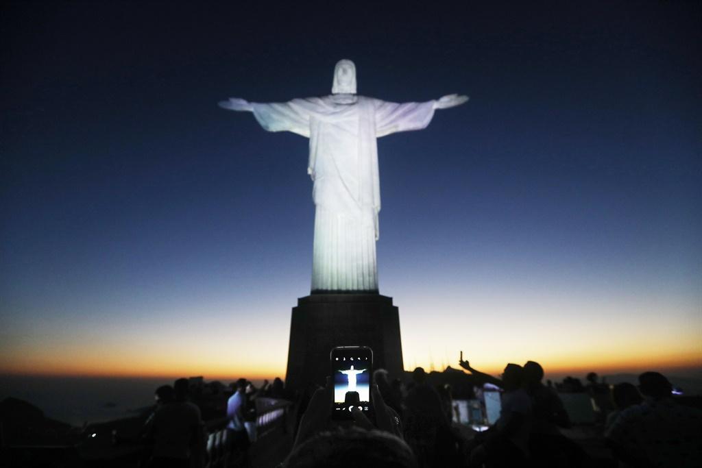 RIO DE JANEIRO, BRAZIL - SEPTEMBER 14: Visitors g