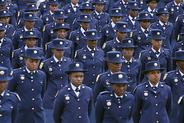 Newly trained police officials stand in attention during the South African Police Services (SAPS) pass out parade at SAPS Academy on December 21, 2018 in Pretoria, South Africa. (Photo by Gallo Images / Phill Magakoe),ÓÍ+ow©vF7Ù1iÈq{èÇ|
