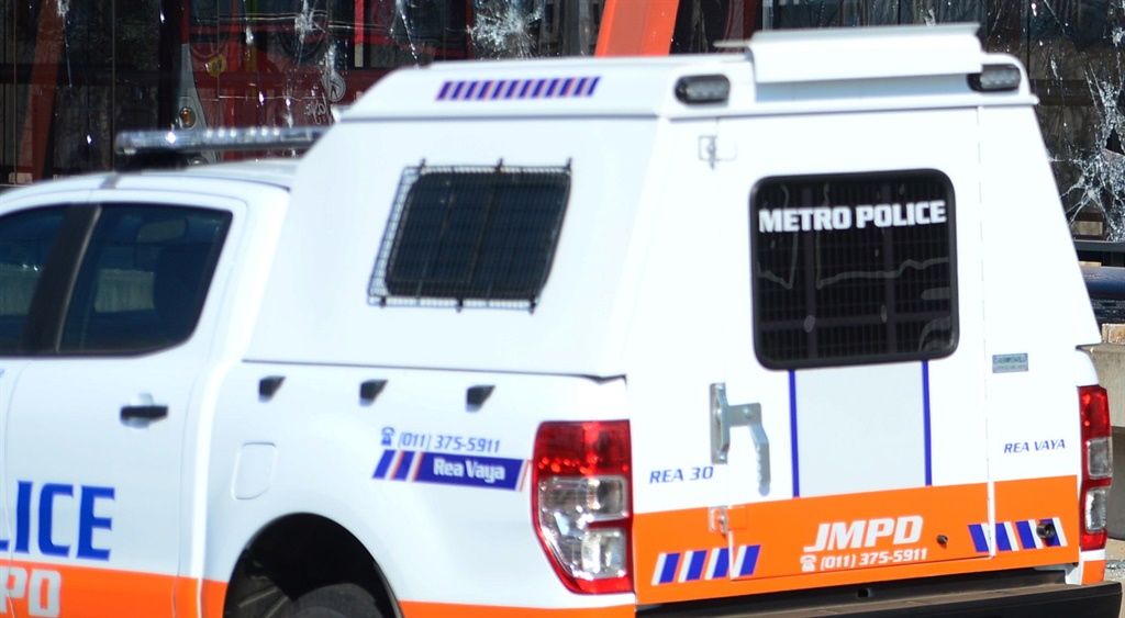 News24.com | AK-47, rifle, pistol and ammunition recovered from hijacked vehicle in Joburg