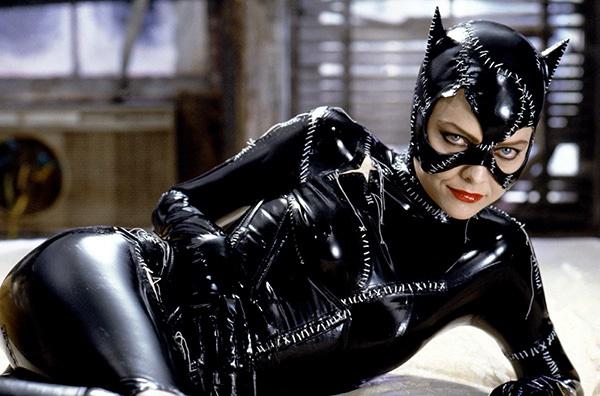 met Catwoman. In Batman Returns (1992) is sy verto