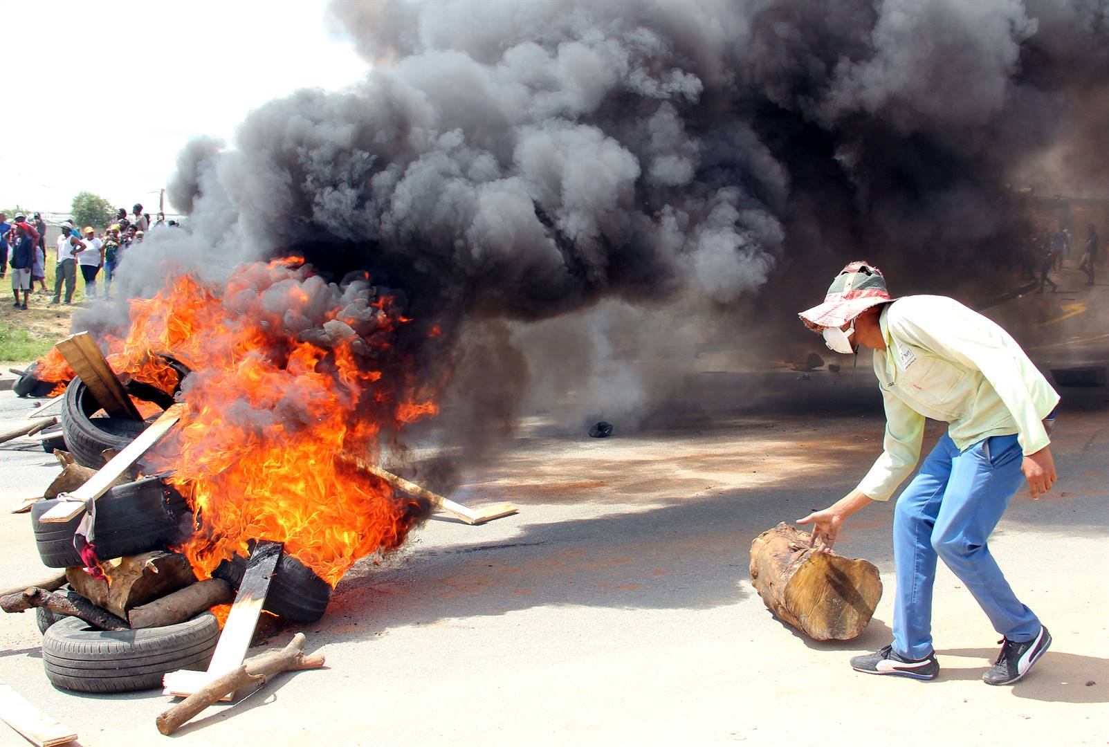 Alexander residents brought everything to a standstill when they barricaded the roads on Wednesday morning demanding service delivery: Picture Collen Mashaba