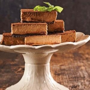 Mocha cheesecake slices