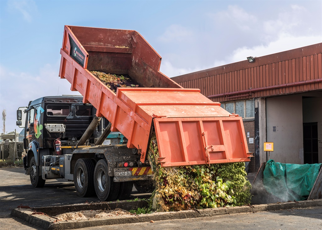 Organic waste being delivered at the Philippi fact