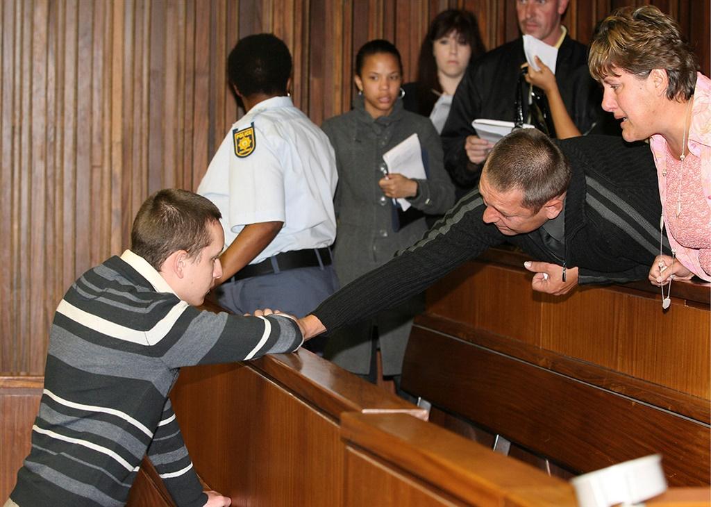 Morné Harmse in 2008 in die hof. Hy kry ondersteun