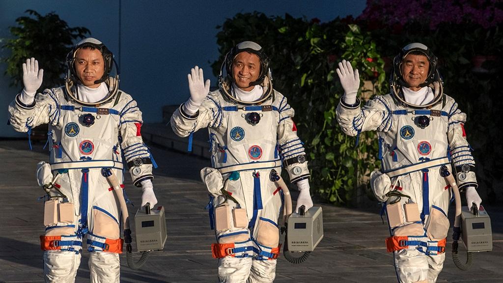 JIUQUAN, CHINA - JUNE 17: Chinese astronauts from