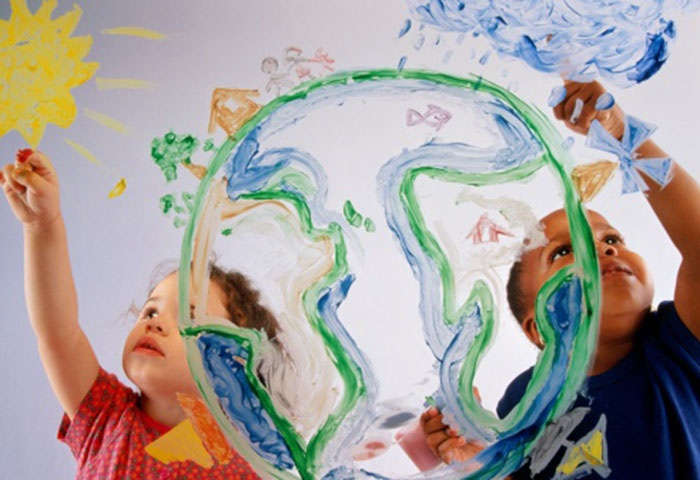 Make your own kid-friendly finger-paint. (Charles Thatcher/Getty Images)