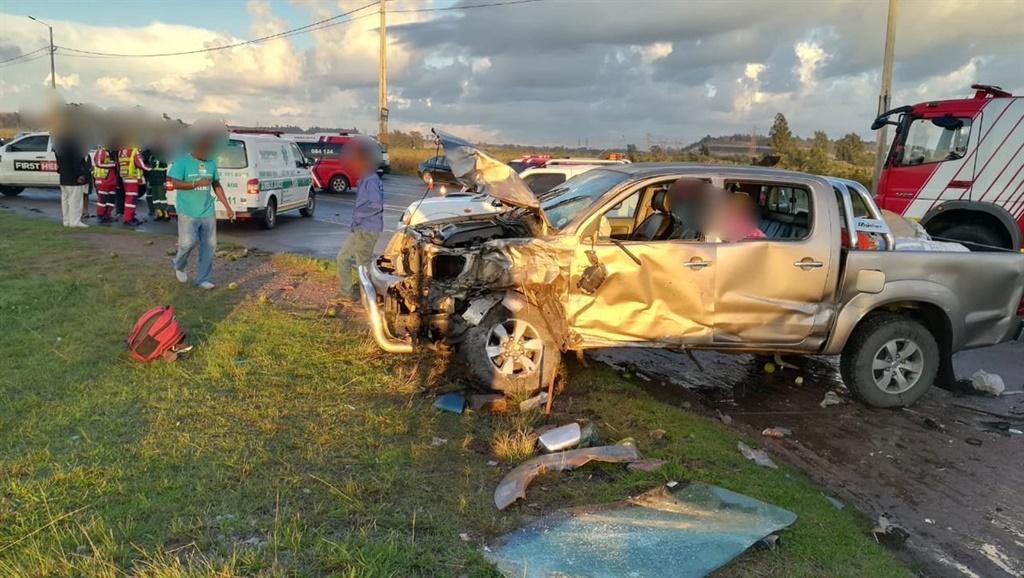 PICS: TAXI AND CAR CRASH, 9 INJURED!