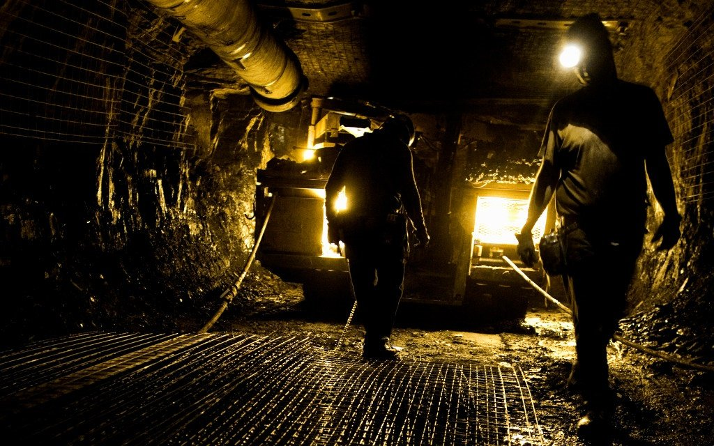 News24.com | Virus-hit South African miners battle to return workers thumbnail