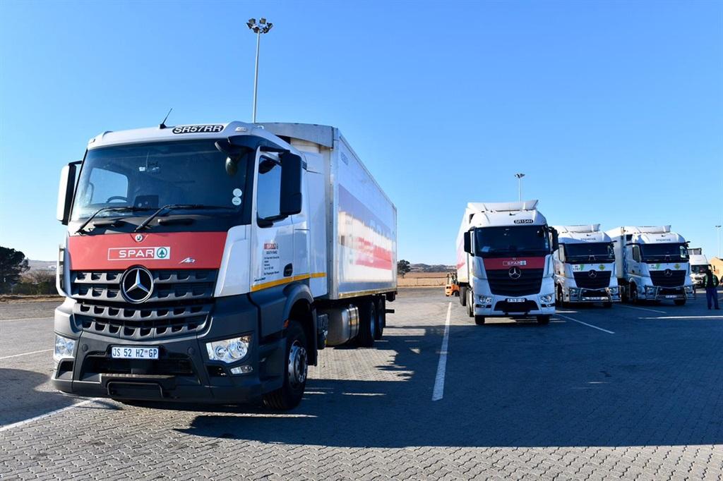 Ministers Gordhan, Patel, Kubayi and Ntshavheni saw off logistics trucks of big retail chains from GP to KZN.  (GCIS)