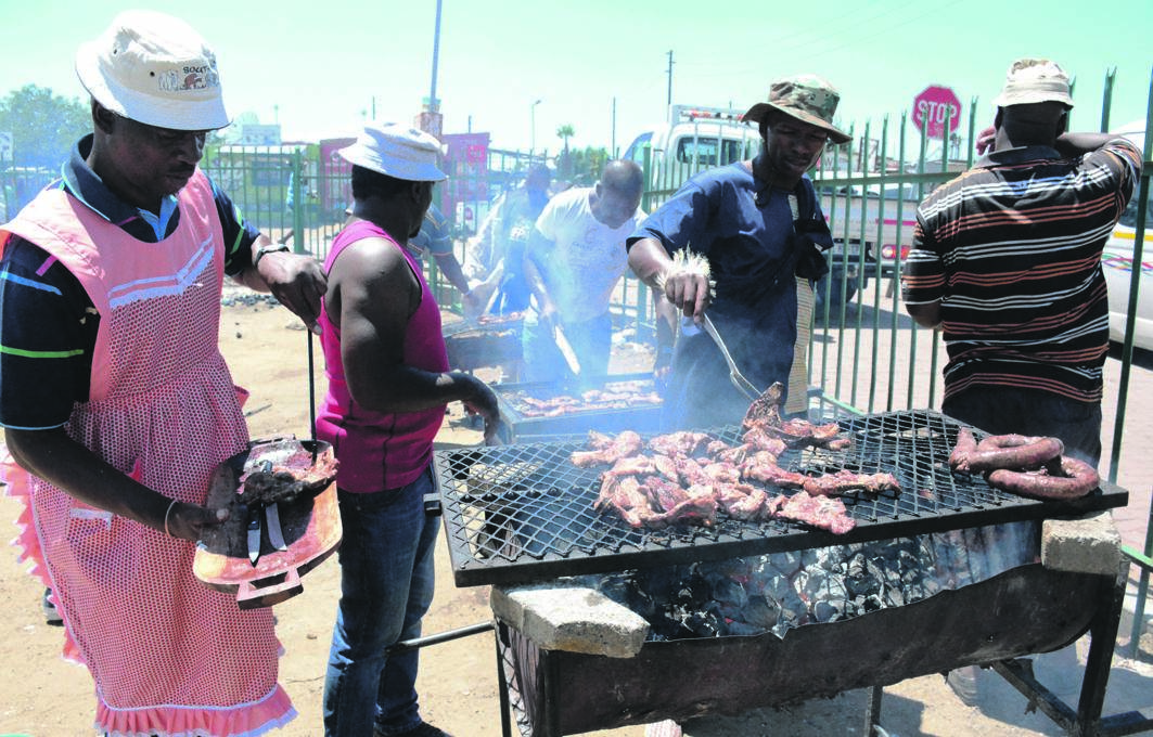 Members of the Ivory Park Taxi Association prepare food for commuters. Picture: Muntu Nkosi
