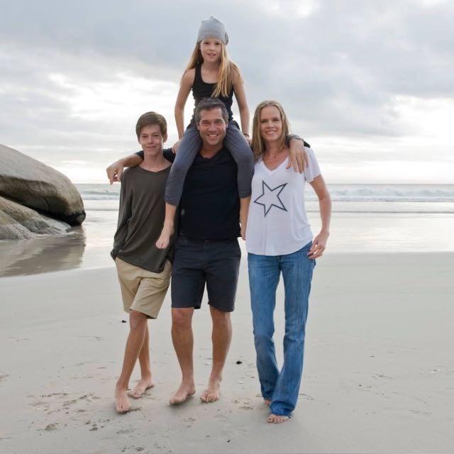 Grant saam met sy familie in Kaapstad, waar hulle