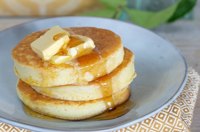 Fluffly flapjacks with butter and syrup. (PHOTO: Misha Jordaan)