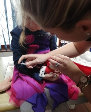 PICS: Vet touchingly heals four-year-old's 'doggie'