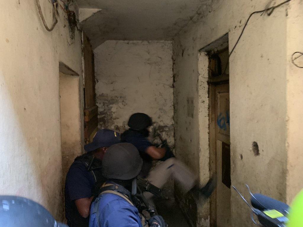 WATCH: COPS RAID HILLBROW FLATS!