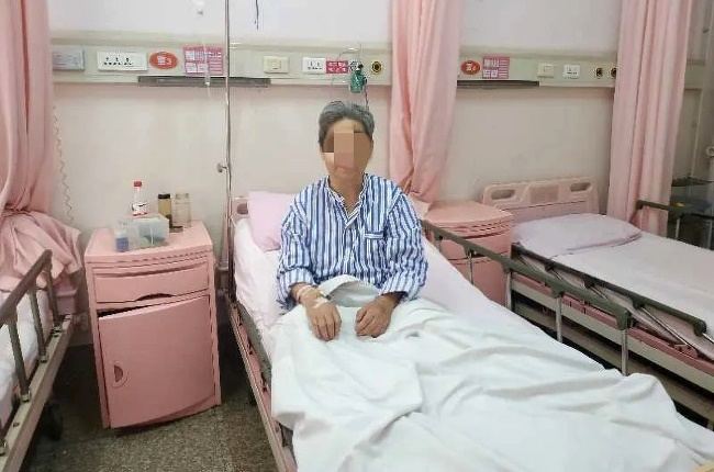 An elderly woman and her daughter survived four days stuck in a lift by drinking each other's urine. (Photo: AsiaWire / Gaoxin Hospital/MAGAZINEFEATURES.CO.ZA)