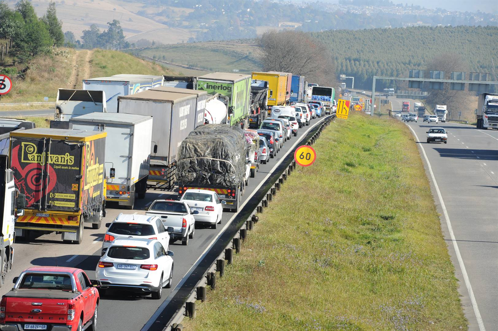 Traffic backed up on the N3 northbound at Hilton.PHOTO: ian carbutt