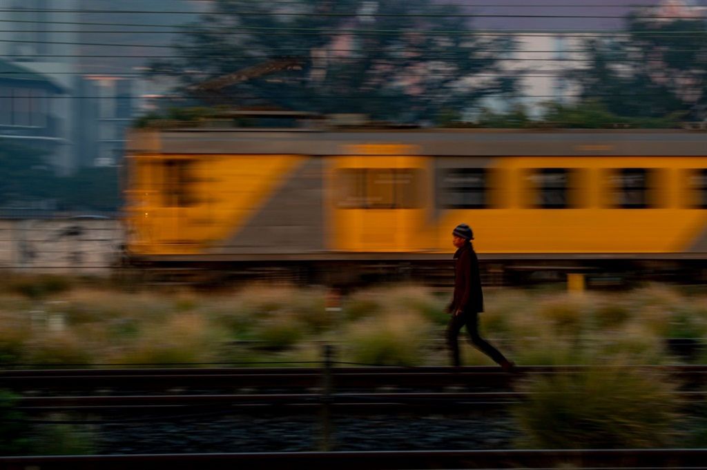Woman train driver injured after attack by stone-throwing commuters - News24