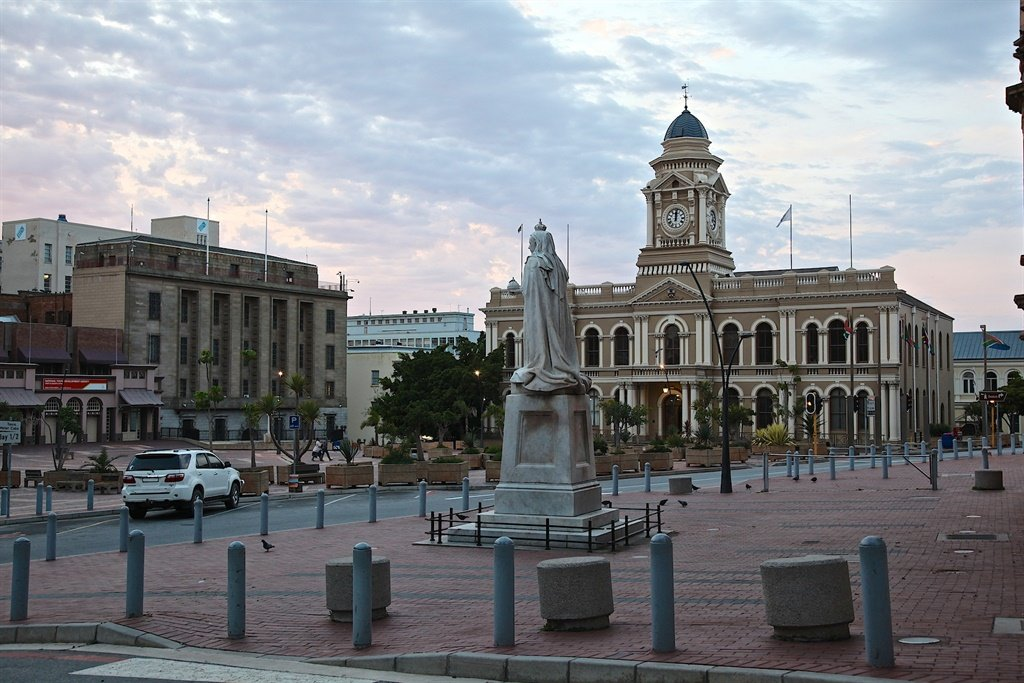 The Port Elizabeth City Hall. The Nelson Mandela Bay Metro has seen irregular expenditure of R3 billion over the past three years. Photo: Wikimedia Commons