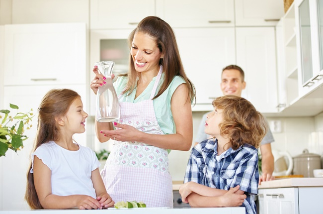Mom in kitchen (Image: Getty images)