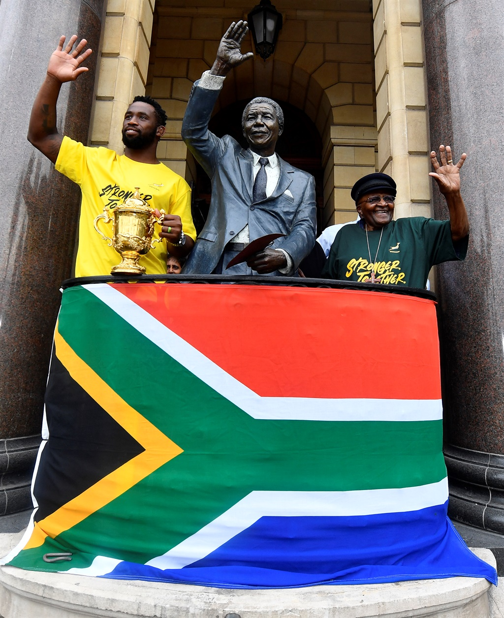 Siya Kolisi and Desmond Tutu next to the Nelson Mandela statue overlooking Cape Town's Grand Parade.(Ashley Vlotman, Gallo Images, Getty Images)