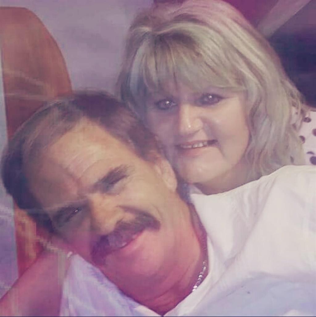 Clara en haar man, Anton (56), in gelukkiger tye.
