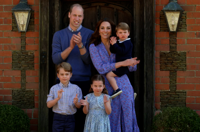 Duke and Duchess of Cambridge, Prince George, Princess Charlotte and Prince Louis clap for NHS carers (Photo: Getty/Gallo Images)