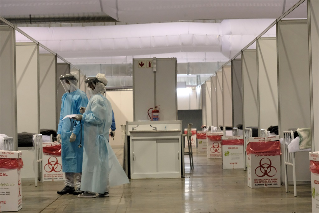 Medical officials attend to Covid-19 patients at the Nasrec quarantine and isolation site in Johanneburg. (Photo by Gallo Images/Dino Lloyd)