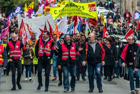 3,000 workers in the public service demonstrated i