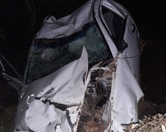 ER24 paramedics said the man is lucky to be alive after his vehicle plunged 500 metres down a cliff. (ER24/Supplied)