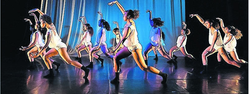 34/18 Youth Dance Company at the Centenary Hall in Grahamstown.